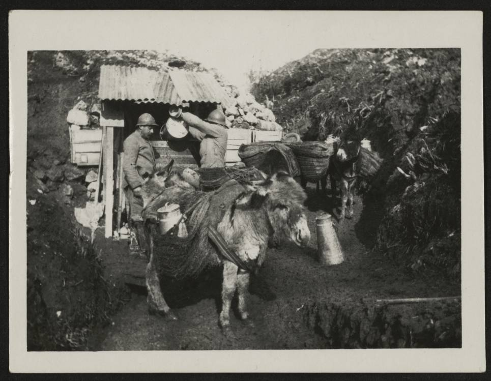 2-Ravitaillement en eau sur le front, 1916. Est. 2251/655