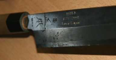 Le couteau japonais créé pour le chef à son départ du Japon