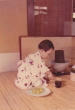 Chihiro a 2 ans, en pleine cérémonie du thé Chihiro Masui
