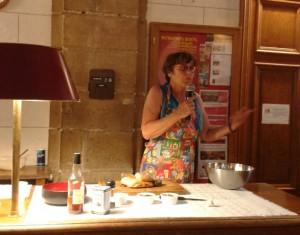 Michèle Barrière en pleine présentation