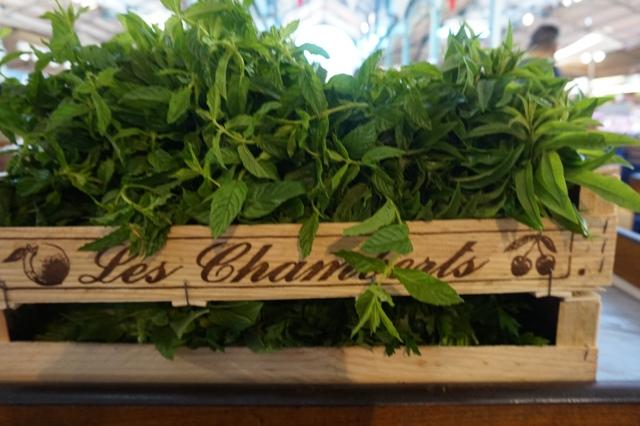 Ravitaillement en herbes aromatiques pour le restaurant et la soirée