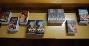 La table de la librairie Grangier pour la vente-dédicace, complètement pillée par les fans